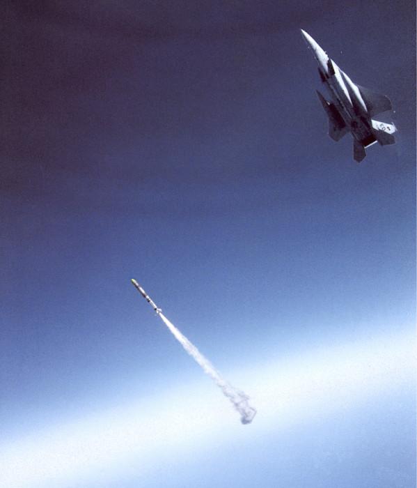 F-15-hävittäjä on toiminut jo avaruusaluksen laukaisijana. Valitettavasti vain aluksen hyötykuormana oli räjähde. Pian ne voivat kuitenkin laukaista myös satelliitteja avaruuteen.
