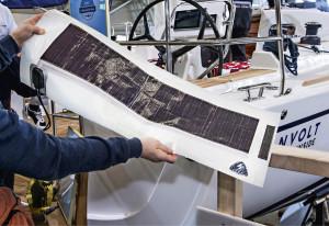 Purjeiden aurinkopaneelit on tulostettu suoraan purjekankaalle, joten ne kestävät käsittelyä siinä missä purjekin.
