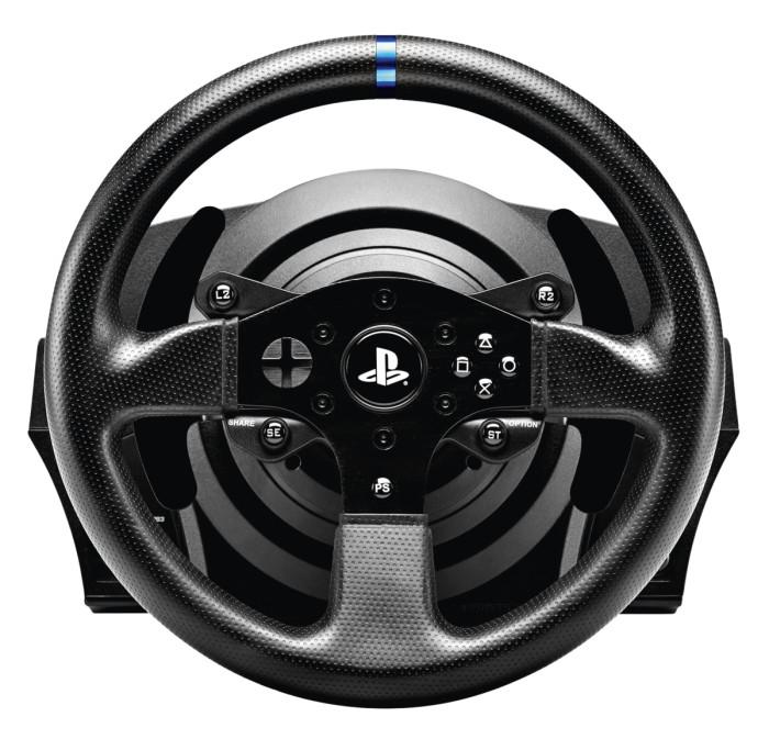 Thrustmasterissa ohjauspyörän voi vaihtaa pelin tai makunsa perusteella. Mukana tuleva peruspyörä on kuitenkin niin hyvä, ettei vaihtoa voi perustella järkisyin.