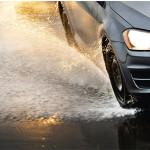Vesiliirto on vaarallinen ilmiö. Kun eturenkaat nousevat liian nopeuden tai renkaan huonojen ominaisuuksien takia vesipatjan päälle, ohjattavuus häviää hetkeksi täydellisesti.