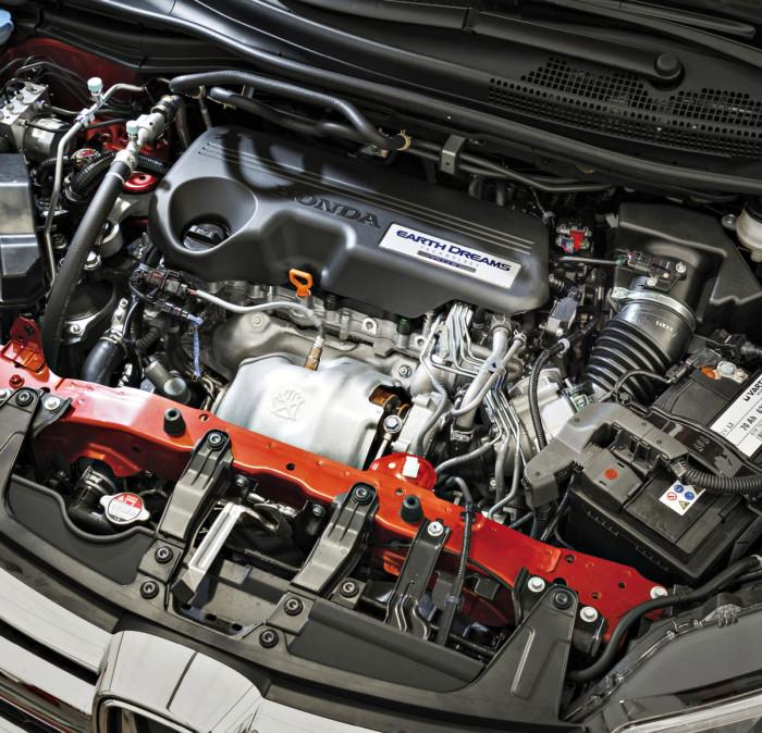 Uusi 1,6 litran dieselmoottori korvaa mallistossa aikaisemman 2,2-litraisen. Kahden turboahtimen avulla pienestä moottorista otetaan jopa enemmän tehoa kuin edeltäjästä. Nykyisten päästövaatimusten täyttämiseksi moottori on varustettu varaavalla NOx-katalysaattorilla ja hiukkassuodattimella.