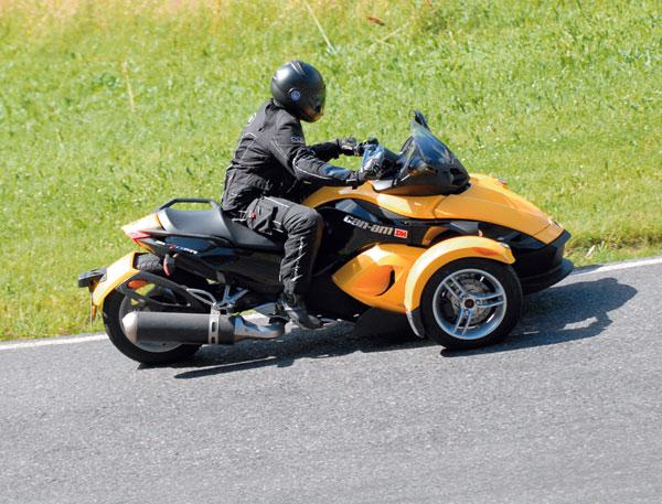 Can Am Roadster >> Tm Koeajo Can Am Spyder Roadster Tekniikan Maailma